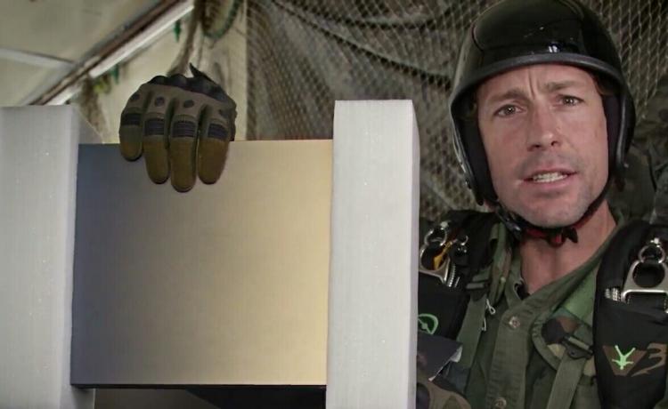 Видео: Xbox One X c Battlefield V доставляют по воздуху бывшему военному