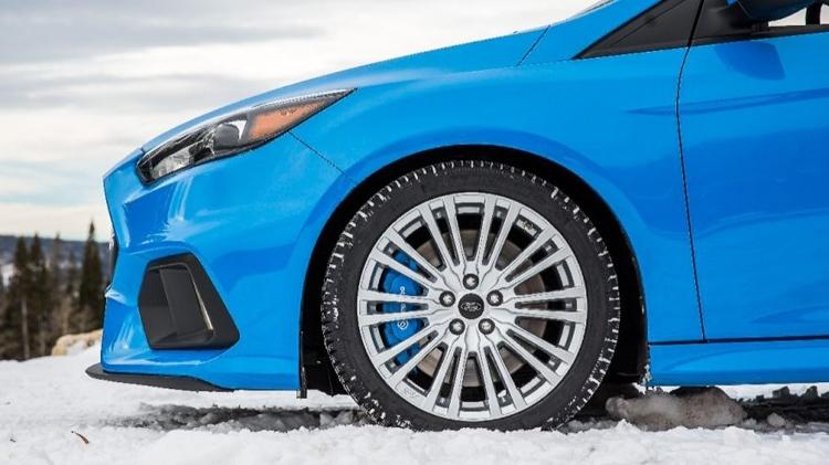 Опавшие листья могут сравниться по степени опасности для водителей со снегом