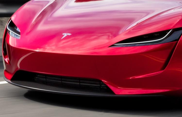 Фото дня: Tesla Roadster демонстрирует стремительный облик